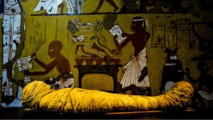 Mummification, from its origins to the pharaohs